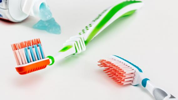 Co je to zubní kámen a jak jej odstranit?