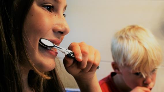 Zánět dásní, příznaky a léčba